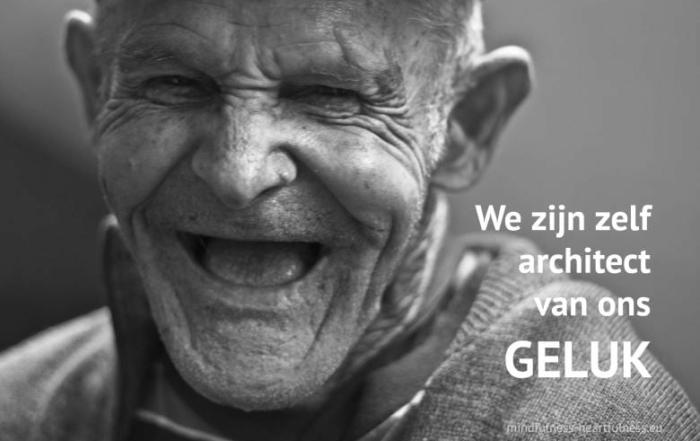 oudere man en heel gelukkig