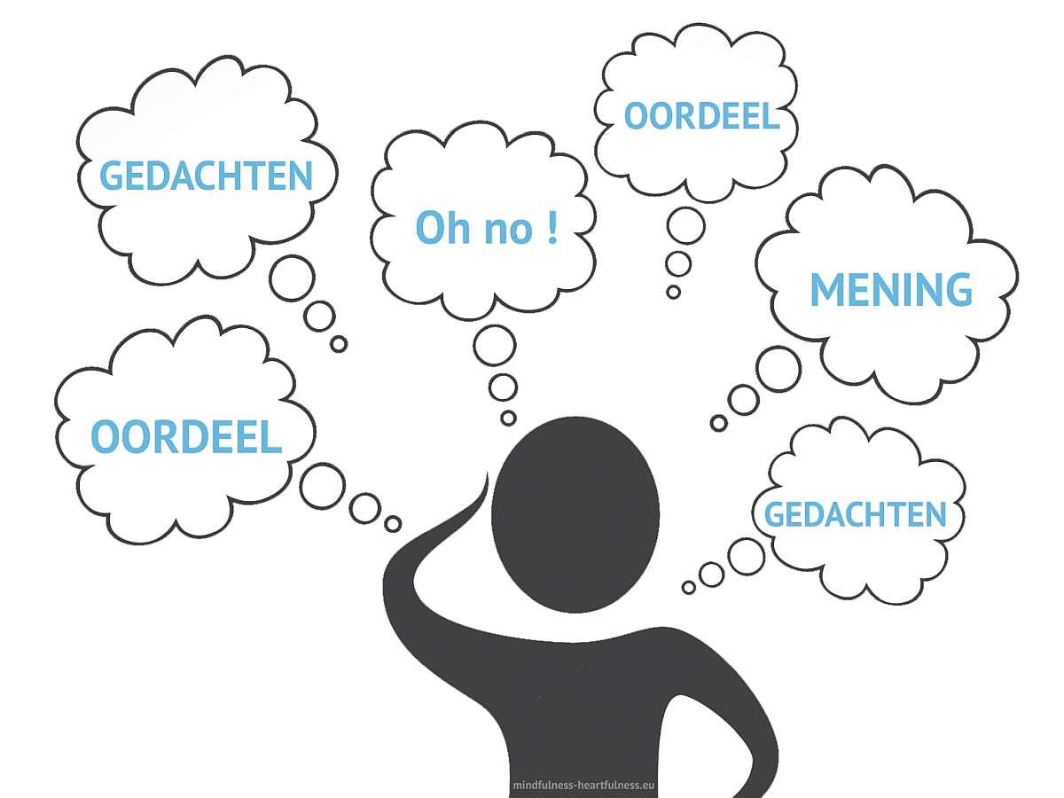 gedachten oordelen in mindfulness