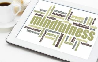 woord mindfulness op tablet